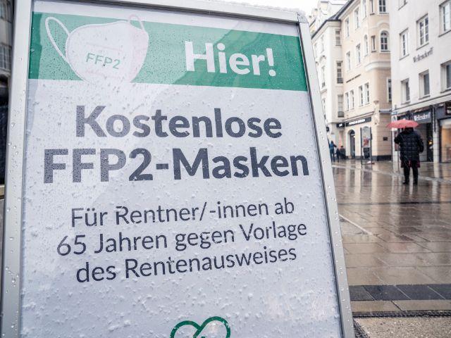 Kostenlose FFP2-Masken Schild am Marienplatz, Foto: Rico Güttich