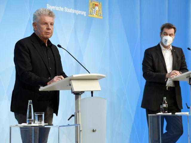OB Dieter Reiter und Ministerpräsident Söder bei der PK zum Ausfall des Oktoberfests 2021, Foto: picture alliance / Geisler-Fotopress