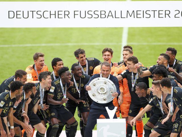 Meisterfeier des FC Bayern in den neuen Auswärtstrikots, Foto: Christian Kolbert kolbert-press Pool / imago