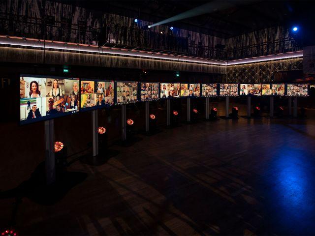 Auf dem Nockherberg im Festsaal: die Gäste live zugeschaltet via Livestream., Foto: Paulaner/Frank Achim Schmidt