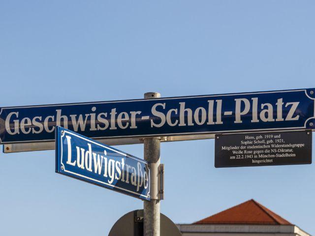 Schild Geschwister-Scholl-Platz, Foto: Shutterstock