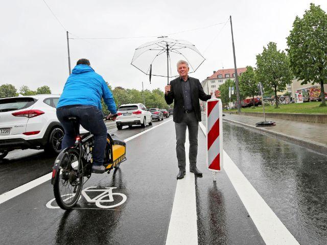 OB Dieter Reiter gibt den Radfahrstreifen in der Gabelsbergerstraße frei, Foto: Michael Nagy/Presseamt München