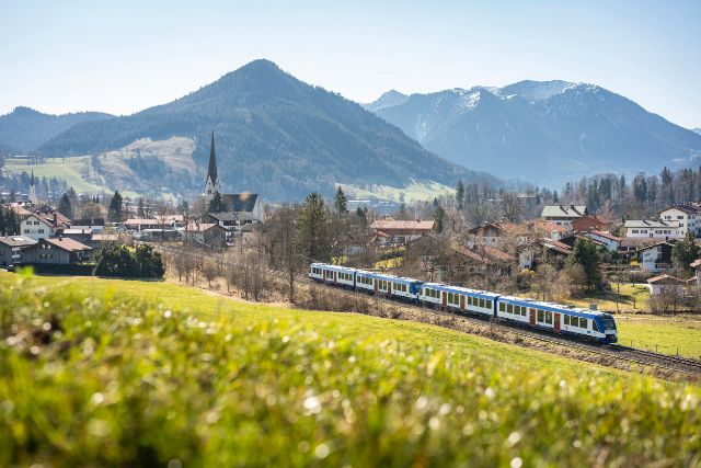 Regiobahn im Sommer am Schliersee., Foto: Dietmar Denger