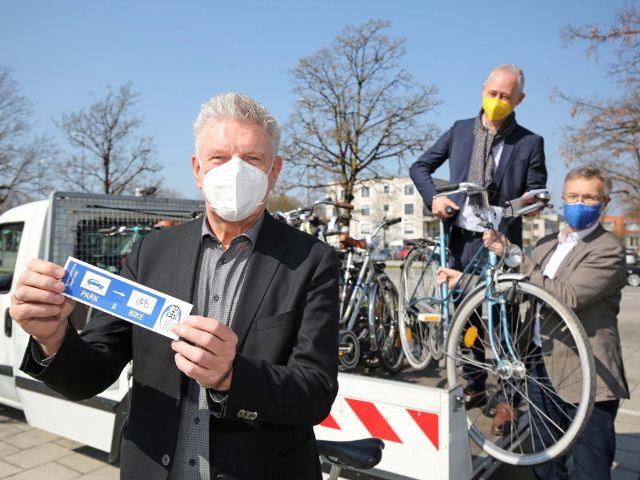 """Oberbürgermeister Dieter Reiter präsentiert """"Park+Ride"""", Foto: Michael Nagy/Presseamt München"""