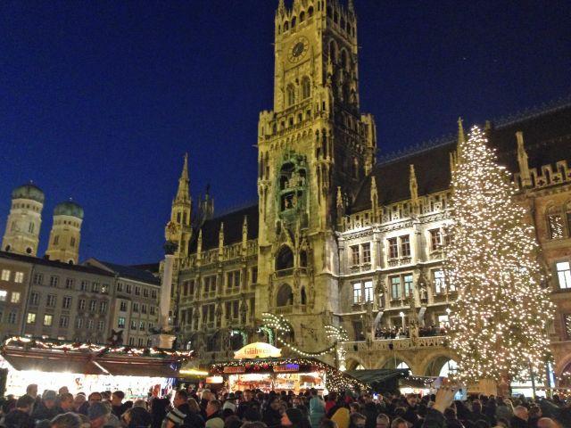 Der Christkindlmarkt am Marienplatz 2015 ist eröffnet, Foto: muenchen.de/Michael Hofmann