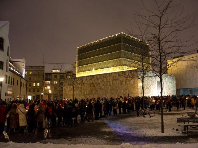Friedenskette am St. Jakobsplatz vor der Synagoge, Foto: muenchen.de/Michael Hofmann