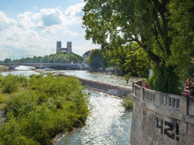 Blick von der Corneliusbrücke auf die Isar, Foto: Landeshauptstadt München/Philip Winkelmeier