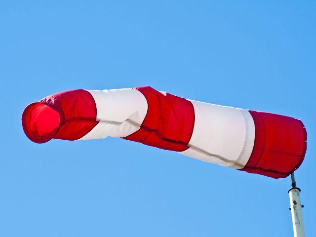 Wetterfahne im Wind, Foto: hjschneider / Shutterstock.com
