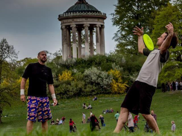 Freestyle Frisbee am Monopteros, Foto: Toby Künzel