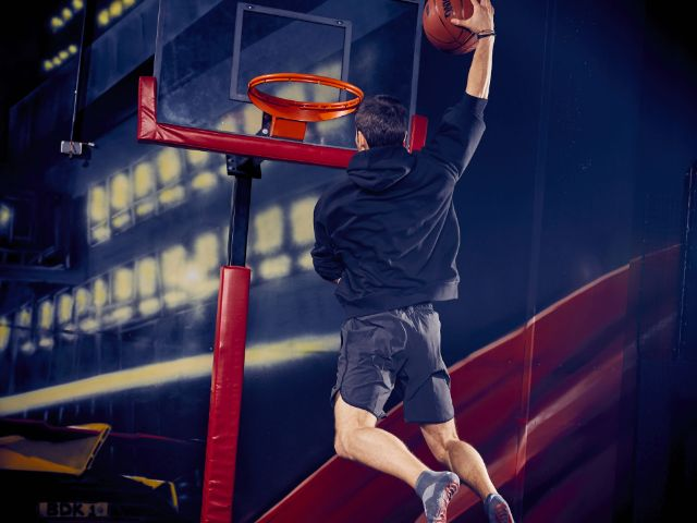 Basketball-Dunk im Airsports Superfly, Foto: Jens Koch