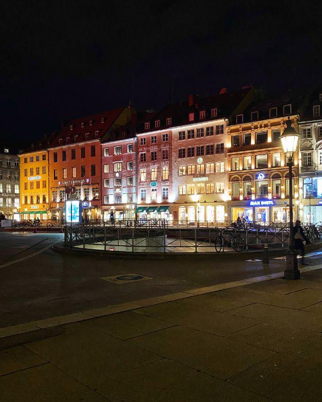 Max-Joseph-Platz bei Nacht, Foto: Anette Göttlicher