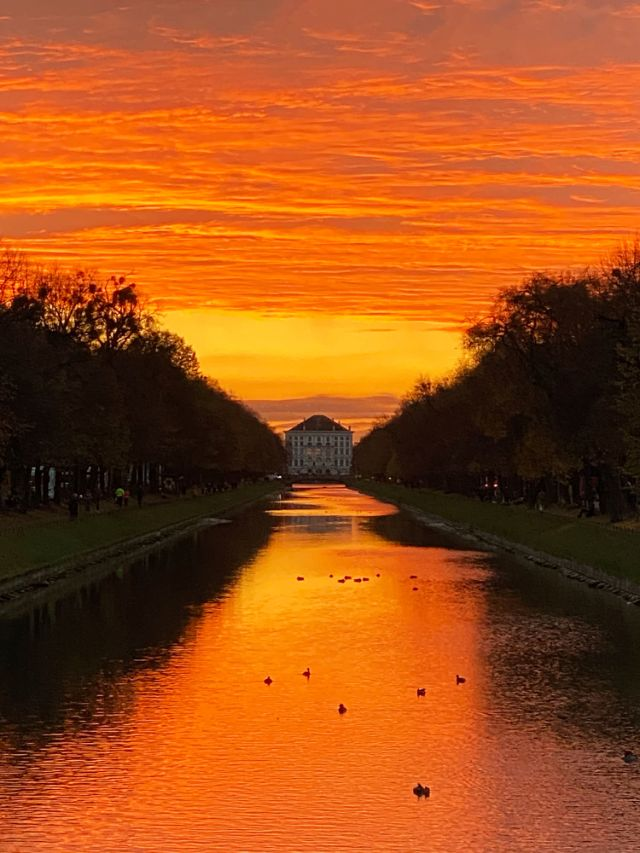 Sonnenuntergang am Nymphenburger Kanal, Foto: Anette Göttlicher