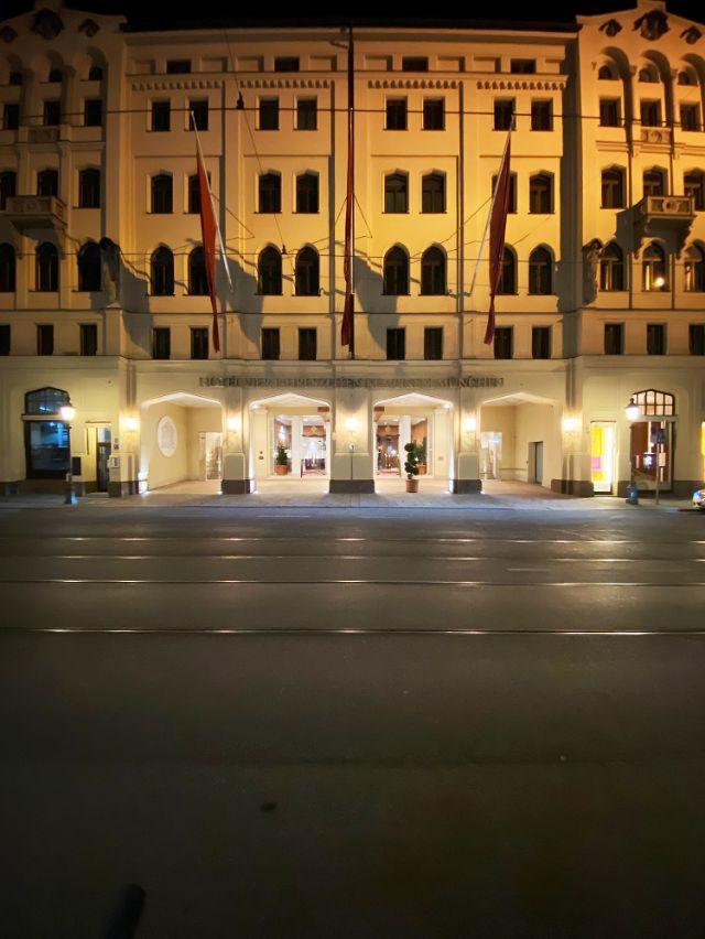 Hotel Vier Jahreszeiten in der Maximilianstraße, Foto: Anette Göttlicher
