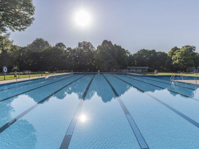 Das Schwimmbecken im Bad Georgenschwaige, Foto: SWM