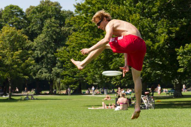 Frisbee im Englischen Garten, Foto: Katy Spichal