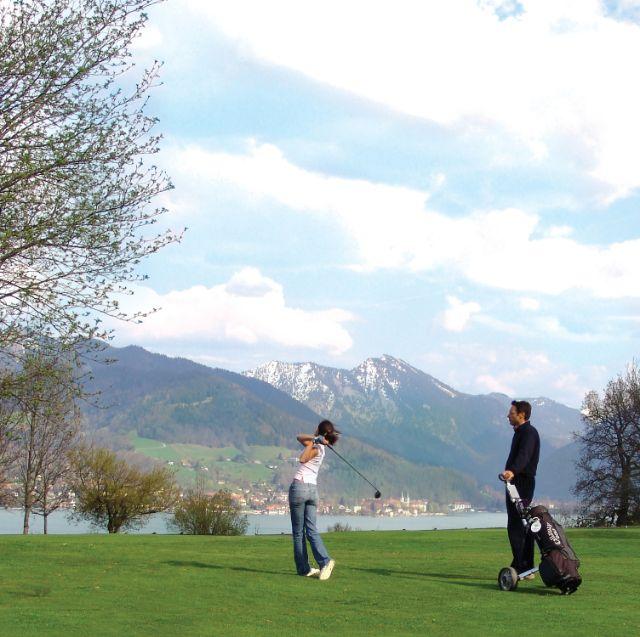 Golfspielen im Golfclub Bad Wiessee mit herrlichem Blick auf den Tegernsee, Foto: Tegernseer Tal Tourismus GmbH