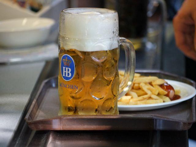 Biergartentipps: wieviel Schaum darf sein, fragen sich manche., Foto: Dan Vauelle