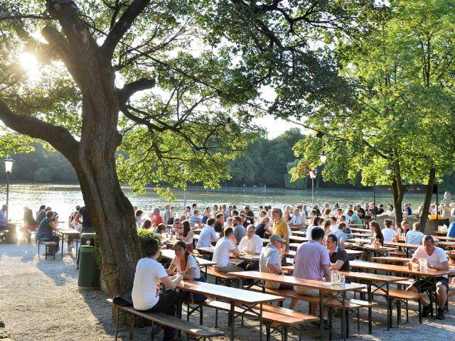 Biergarten am Seehaus im englischen Garten., Foto: muenchen.de/Falk Heller