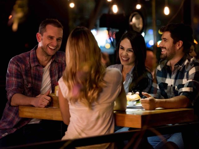 Menschen amüsieren sich, Foto: andresr