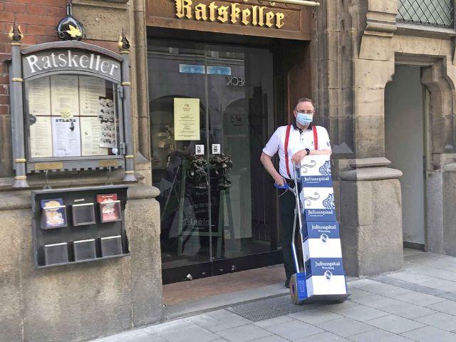 Weinlieferung aus dem Ratskeller, Foto: Ratskeller