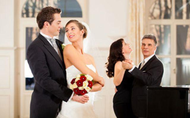 Paar beim Hochzeitstanz, Foto: Fotolia