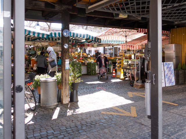 Urig: Der Pasinger Viktualienmarkt, Foto: Anette Göttlicher
