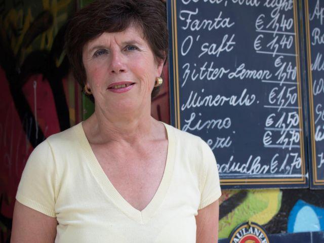 Besitzerin des Kiosks an Braunauer Eisenbahnbrücke Christa Fingerle