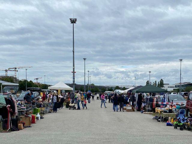 Schmuck an einem Stand am Flohmarkt Riem im Juni 2020, Foto: Flohmarkt Riem