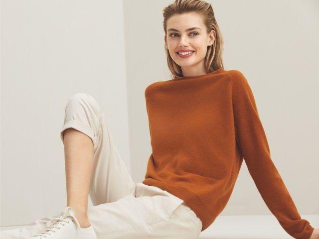 Frau mit Cashmere-Pullover, Foto: Konen