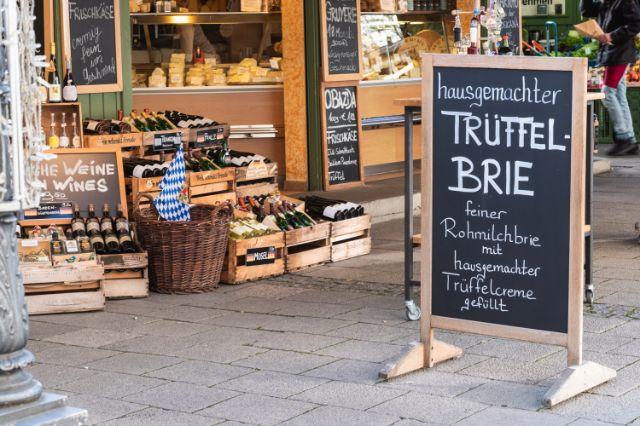 Einkaufen auf dem Münchner Viktualienmarkt, Foto: Anette Göttlicher