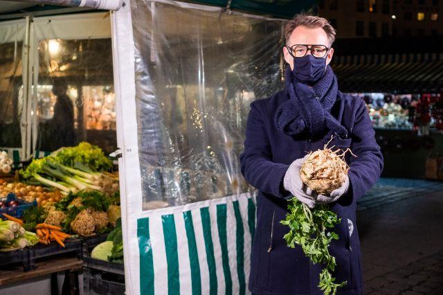 Holger Stromberg und der Sellerie vom Viktualienmarkt, Foto: Anette Göttlicher