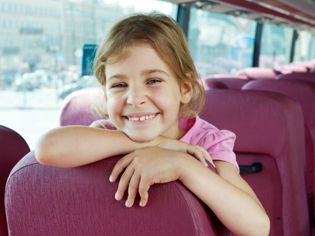 Kind in Bus, Foto: Pavel L Photo and Video/Shutterstock.com (Symbolbild)