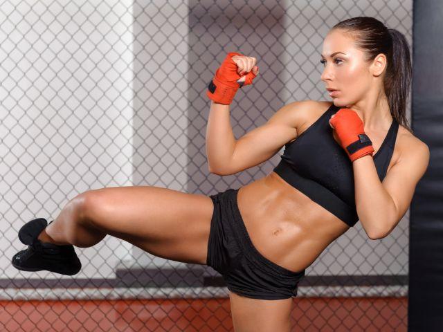 Kickboxerin, Foto: IAKOBCHUK VIACHESLAV / Shutterstock.com