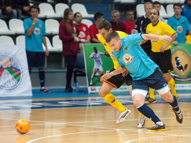 Futsal-Spieler im Zweikampf, Foto: Mitrofanov Alexander / Shutterstock.com