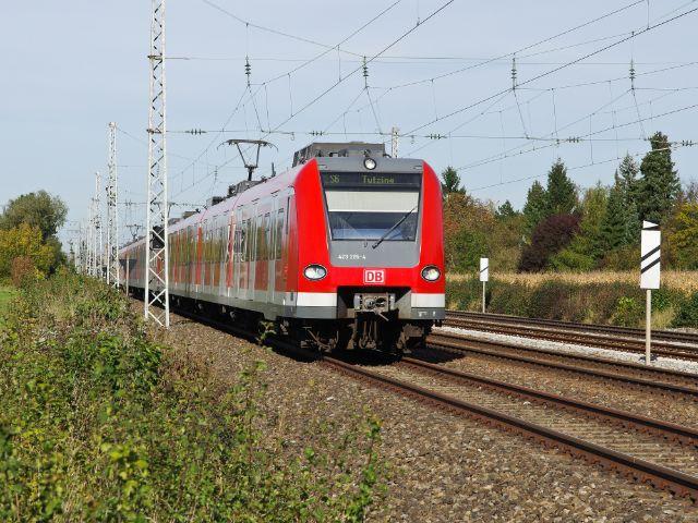 S-Bahn im Münchner Umland, Foto: Bene Images / Shutterstock.com
