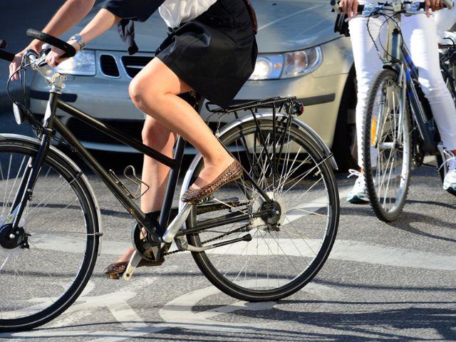 Fahrrad im Straßenverkehr, Foto: connel / Shutterstock
