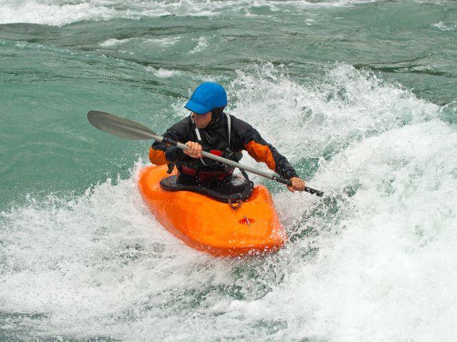 Kanu-Fahrer im Wasser, Foto: Ivan Chudakov / Shutterstock.com