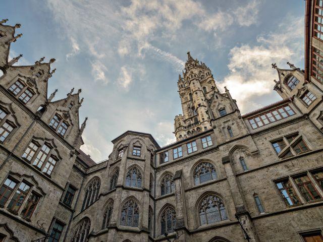 Der Innenhof des Neues Rathauses in München ist ebenso beeindruckend wie die Fassade., Foto: mahout / Shutterstock
