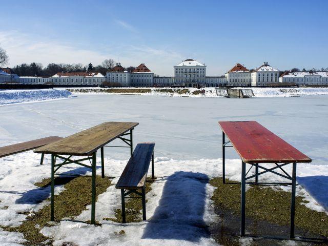 Schlosskanal Nymphenburg gefroren, Foto: christinemg/Shutterstock.com