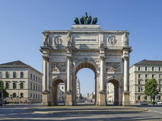 Das Siegestor in München auf der Leopoldstraße, Foto: Zyankarlo / Shutterstock.com