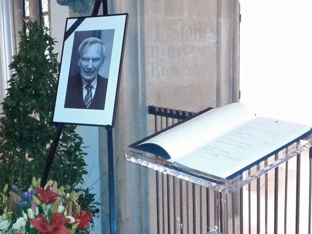 Kondolenzbuch für Georg Kronawitter im Rathaus, Foto: Leonie Liebich
