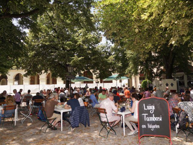 Der Sitzbereich des Café Tambosi im Hofgarten, Foto: muenchen.de / Dan Vauelle