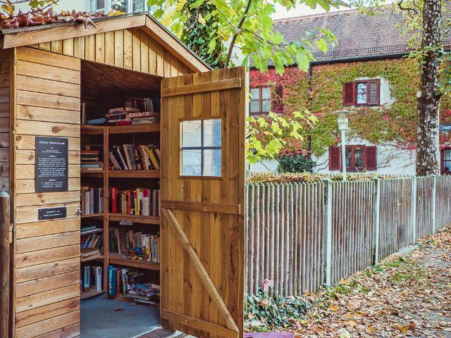 Bücherschrank in der Au - am Herrgottseck, Foto: Anette Göttlicher