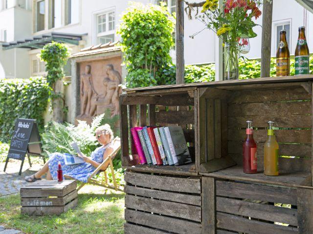 Monacensia Gartenbar, Foto: Eva Jünger/ Münchner Stadtbibliothek