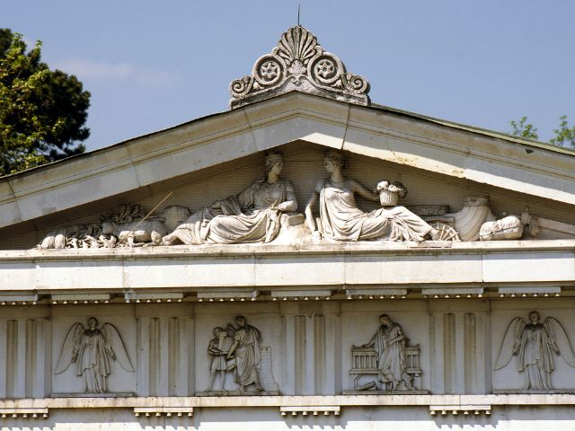 Die Figuren an den Giebeln der Ruhmeshalle werden restauriert, Foto: Bayerische Schlösserverwaltung