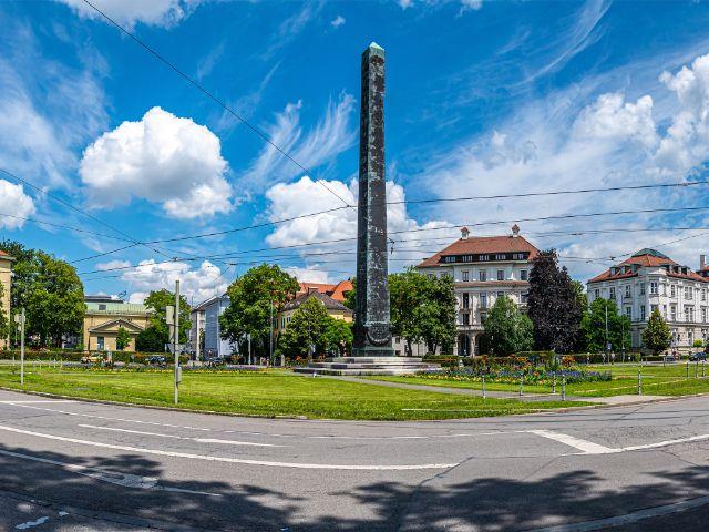 Karolinenplatz mit Obelisk, Foto: muenchen.de/Michael Hofmann