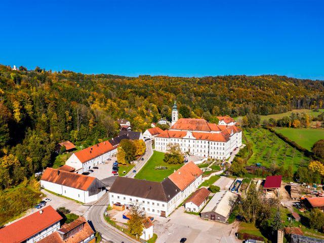 Luftaufnahme von Kloster Schäftlarn