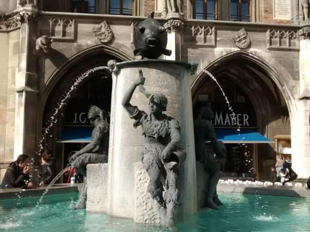 Fischbrunnen am Münchner Marienplatz, Foto: Highlight Tours / Highlight Touren