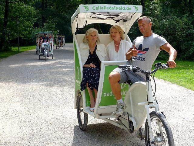 Mutter und Tochter auf einer Rikschatour mit den Pedalhelden, Foto: Pedalhelden