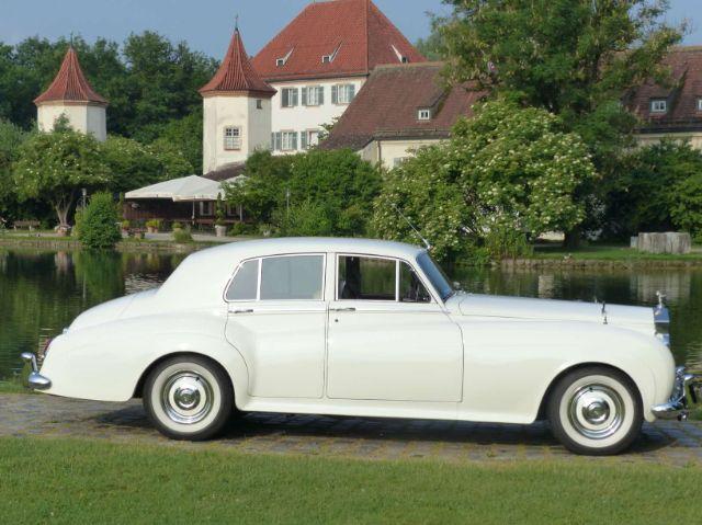 Rolls Royce vor Schloss Blutenburg, Foto: AntaKarana Reisen